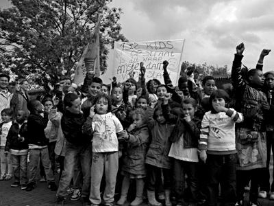 Demonstratie toen de leerlingen van De Rietlanden nog op straat dreigden te komen staan